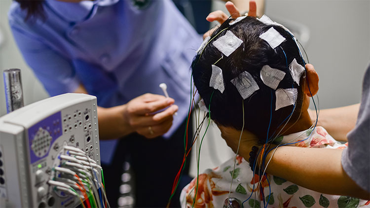 EEG electrode placement to patient